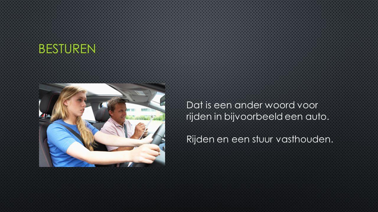 Dat is een ander woord voor rijden in bijvoorbeeld een auto. Rijden en een stuur vasthouden.