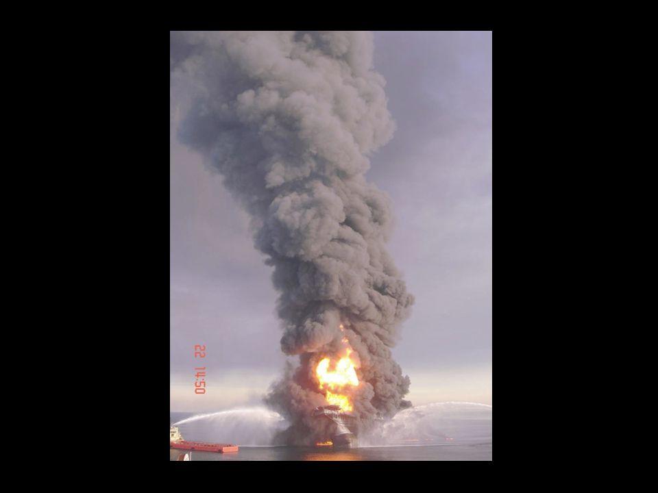 De brandstof en de olie vormen een dikke drap, die naar de kusten stroomt en een extra ramp kan veroorzaken.