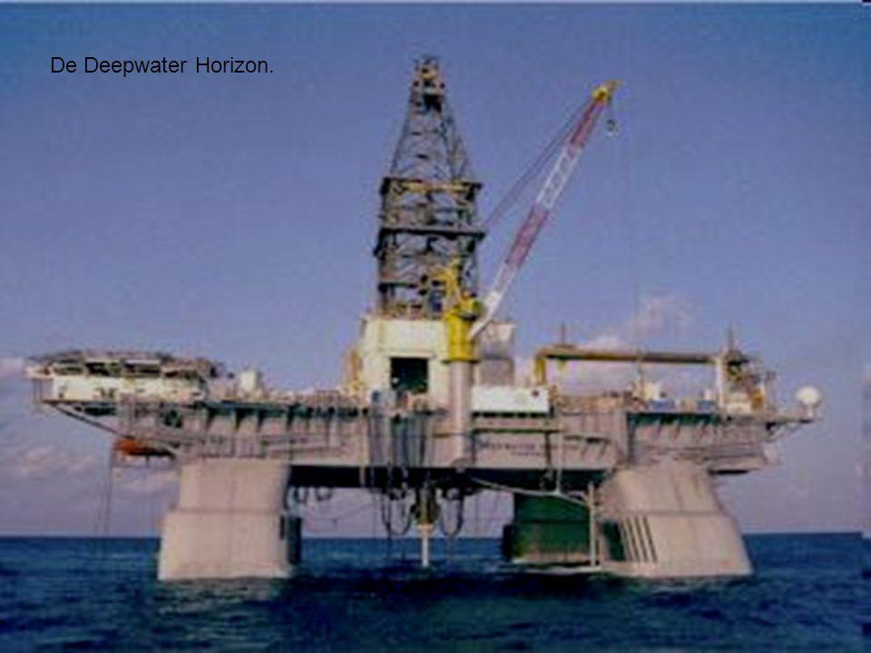 Zo werd de Deepwater Horizon naar haar plaats gebracht.