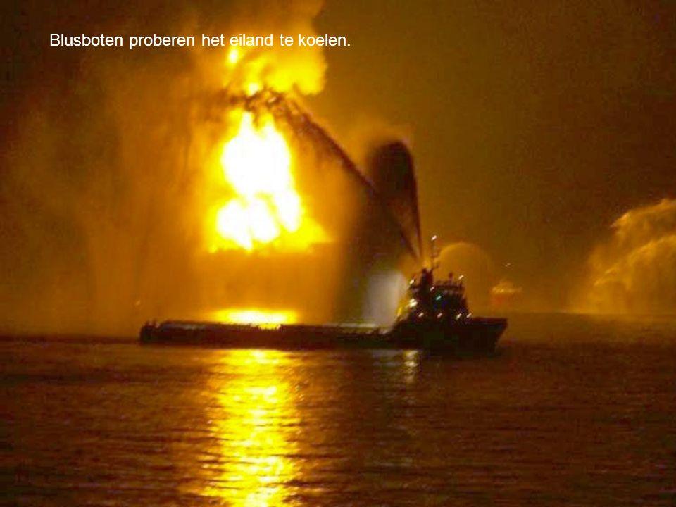 De boormast is voorover gevallen, deze smelten meestal snel als er brand uitbreekt.