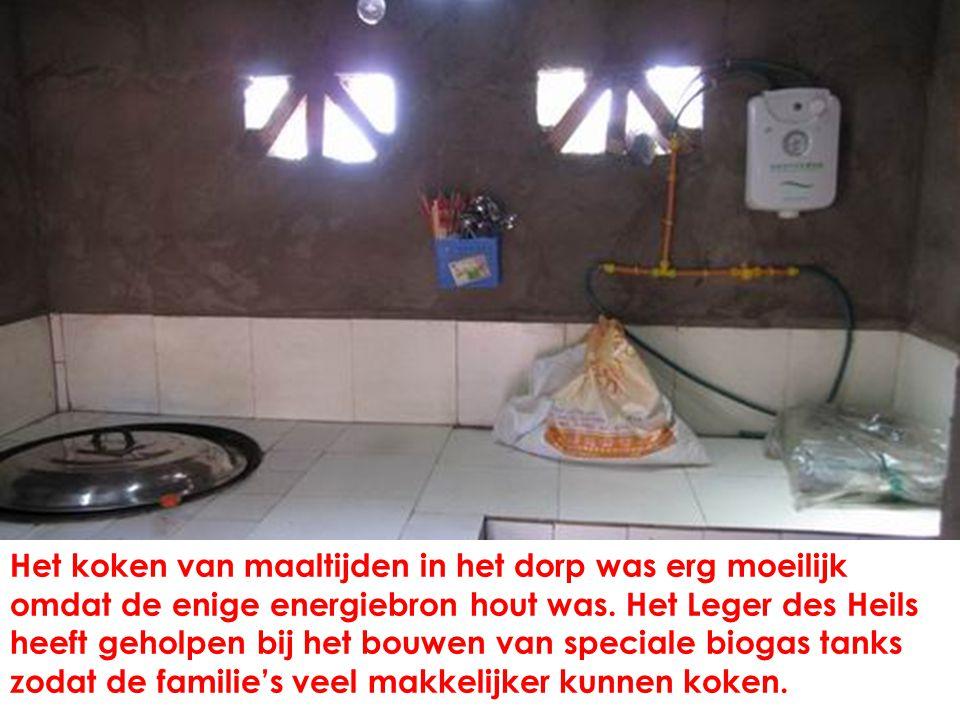 Het koken van maaltijden in het dorp was erg moeilijk omdat de enige energiebron hout was.