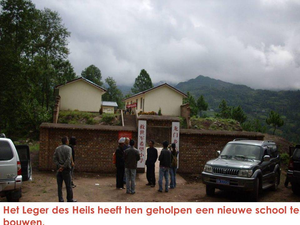 Het Leger des Heils heeft hen geholpen een nieuwe school te bouwen.