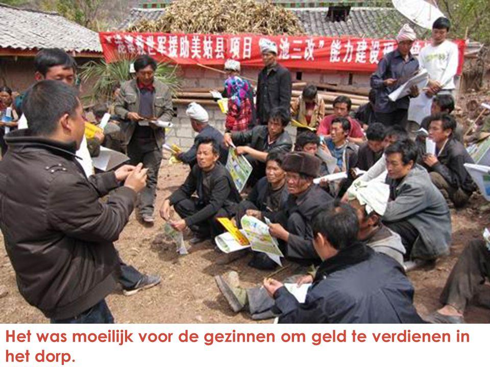 Het was moeilijk voor de gezinnen om geld te verdienen in het dorp.