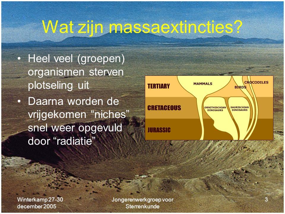 Winterkamp 27-30 december 2005 Jongerenwerkgroep voor Sterrenkunde 3 Wat zijn massaextincties? Heel veel (groepen) organismen sterven plotseling uit D